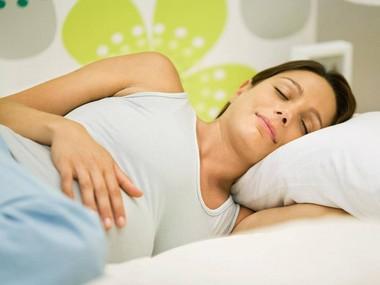 Как лучше спать беременным на разных сроках