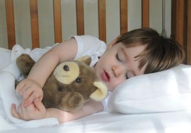 Как приучить ребенка засыпать самостоятельно